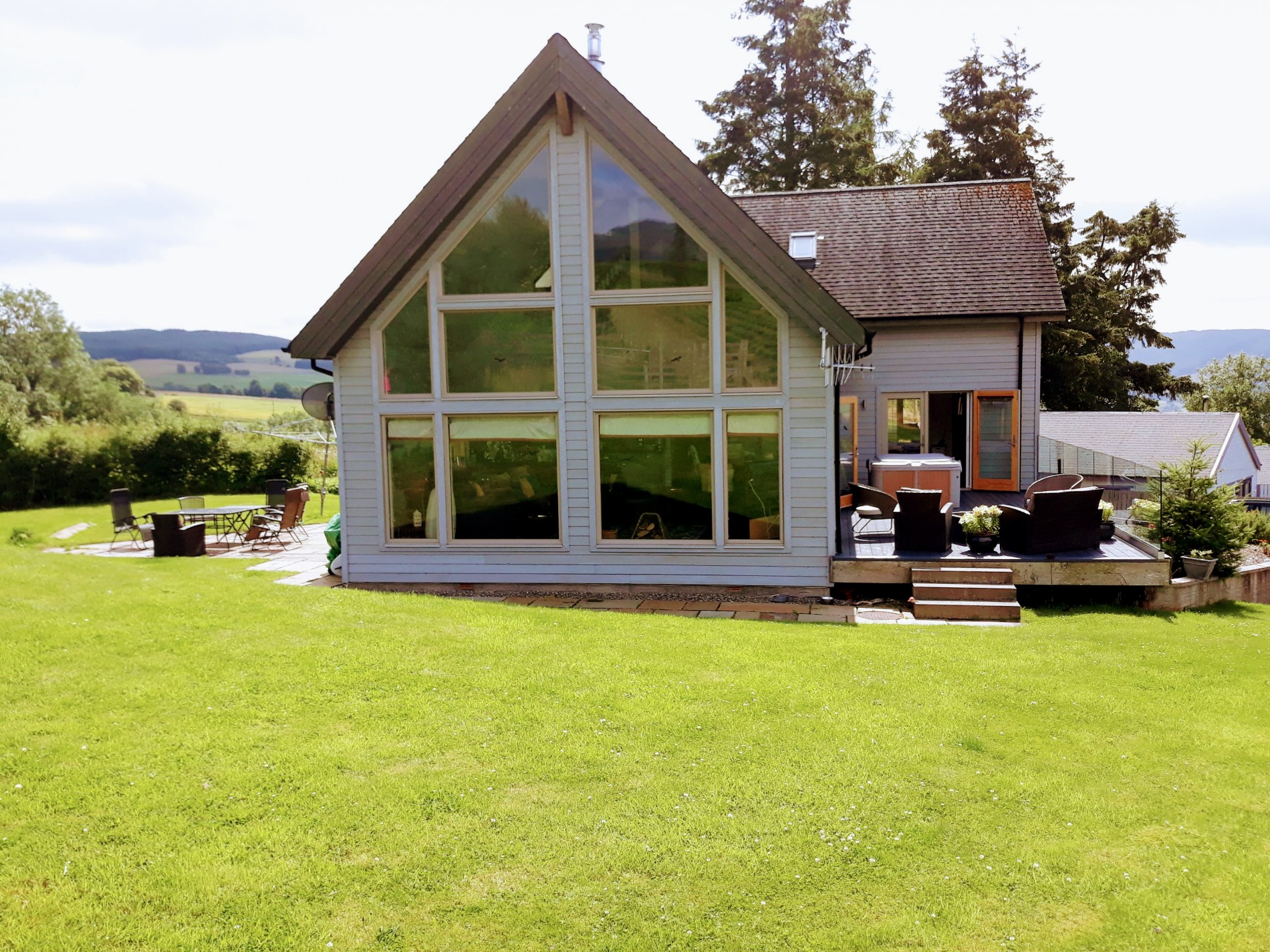 Our newest property - architect-designed with hot tub, wood burner and under floor heating